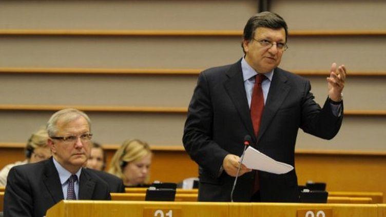 José Manuel Barroso debout à Bruxelles, le 12 octobre 2011. (JOHN THYS / AFP)