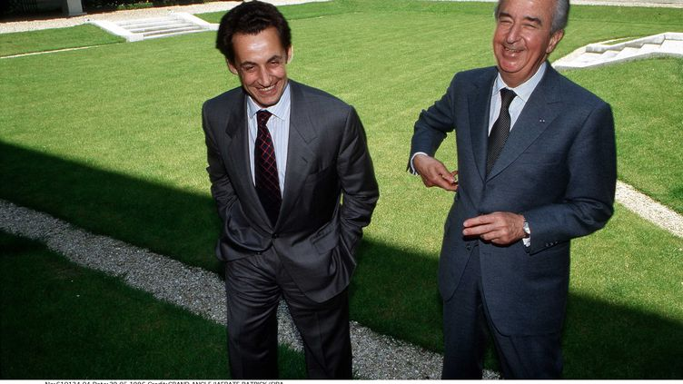 Nicolas Sarkozy, alors ministre du Budget, avec le Premier ministre Edouard Balladur, le 29 mai 1996 à Paris. (GRAND ANGLE / PATRICK IAFRATE/ SIPA)