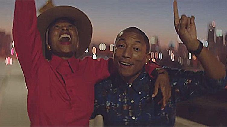 """Pharrell Williams dans le clip """"Happy"""" signé We Are From L.A.  (saisie écran)"""