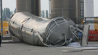 Un silo est tombé dans une usine à Burana, entre Modène et de Ferrare. (PIERRE TEYSSOT / AFP)