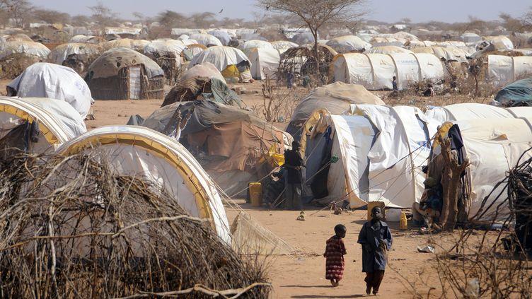 Des maisons de fortune dans le camp de réfugiés de Dadaab, au Kenya, le plus grand du monde, le 31 août 2011. (JONATHAN ERNST / REUTERS)