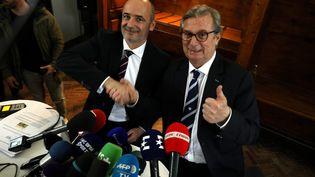 Les présidents Thomas Savare (Stade Français) et Jacky Lorenzetti (Racing 92) annoncent leur projet de fusion pour la prochaine saison à Neuilly-sur-Seine (Hauts-de-Seine), le 13 mars 2017. (MAXPPP)