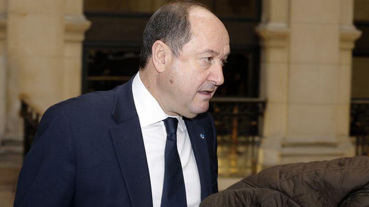 """Bernard Squarcini, l'ancien """"patron"""" de la Direction centrale du renseignement intérieur, arrive à son procès, le 18 février 2014, au tribunal de grande instance de Paris. (FRANCOIS GUILLOT / AFP)"""
