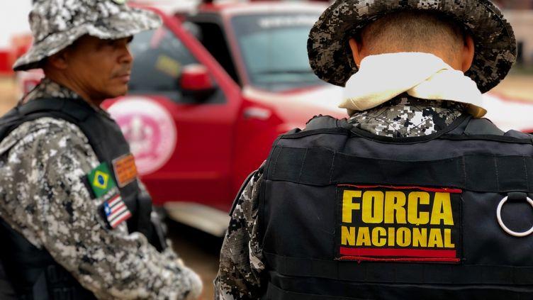 Les hommes de la force nationale brésilienne sont arrivés en renfort dans la région de Rondonia en Amazonie. (MATTHIEU MONDOLONI / FRANCEINFO)