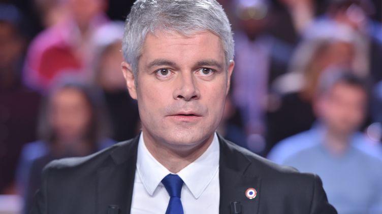 """Laurent Wauquiez sur le plateau de """"L'Emission politique"""", sur France 2, à Saint-Cloud (Hauts-de-Seine),le 25 janvier 2018. (CHRISTOPHE ARCHAMBAULT / AFP)"""