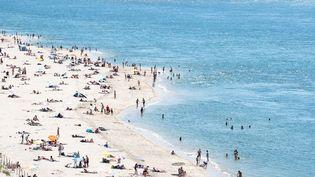 La plage du petit Nice, à Pyla-sur-Mer (Gironde), dimanche 21 juin 2020. (VALENTINO BELLONI / HANS LUCAS / AFP)