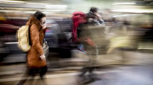 Illustration de passagers de la SNCF à la gare de Lyon-Part-Dieu (Rhône) (JEAN-PHILIPPE KSIAZEK / AFP)