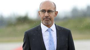 Harlem Désir, le secrétaire d'Etat aux Affaires européennes,sur la base militaire de Villacoublay (Yvelines), le 7 juin 2014. (BERTRAND GUAY / AFP)
