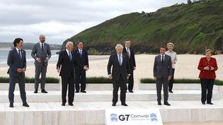 Les dirigeants des pays du G7prennent la pose le 11 juin 2021, àCarbis Bay, au Royaume-Uni. (PHIL NOBLE / AP)