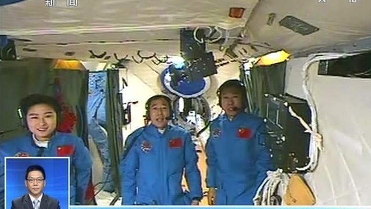 """La Chine a réussi dimanche 24 juin 2012 son premier amarrage en mode """"manuel"""" entre deux vaisseaux Shenzhou IX et Tiangong-1 en orbite autour de la Terre. (XINHUA / AFP)"""