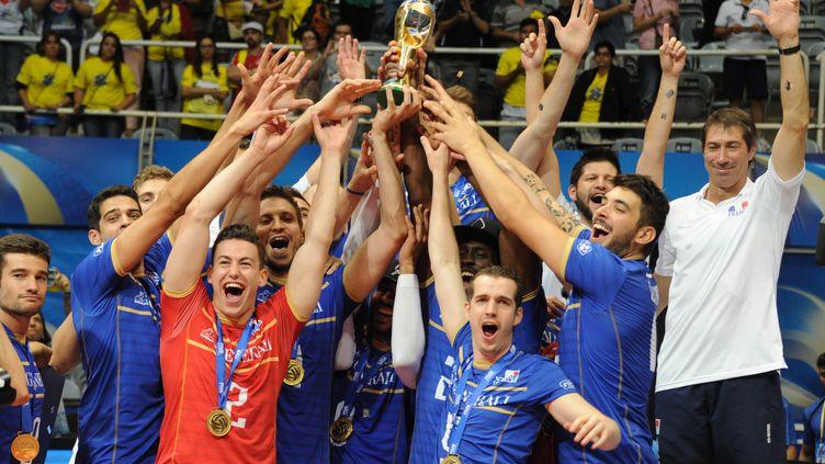 En juillet 2015, l'équipe de France décroche le premier titre de l'histoire du volley français à Rio de Janeiro, un an avant les JO (TASSO MARCELO / AFP)