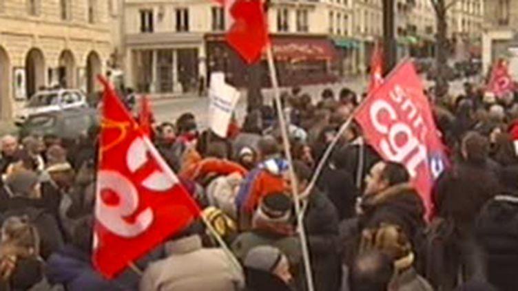 Manifestation des salariés de l'audiovisuel public devant le Sénat, le 7 janvier 2008. (© France 2)