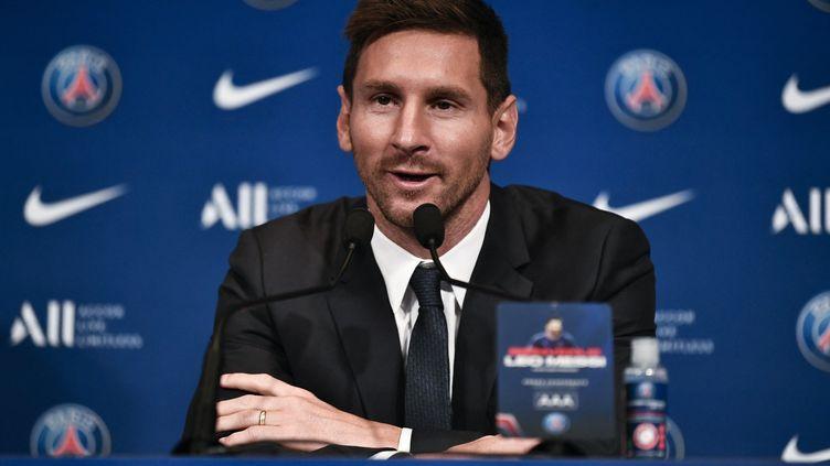 L'Argentin Lionel Messi lors de sa présentation à la presse au Parc des Princes, le 11 août 2021. (STEPHANE DE SAKUTIN / AFP)