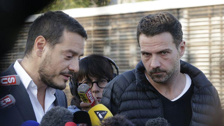 L'ancien trader de Société générale Jérôme Kerviel (D) et son avocat David Koubbi, à la sortie de la prison de Fleury-Mérogis (Essonne), le 8 septembre 2014. ( PHILIPPE WOJAZER / REUTERS)