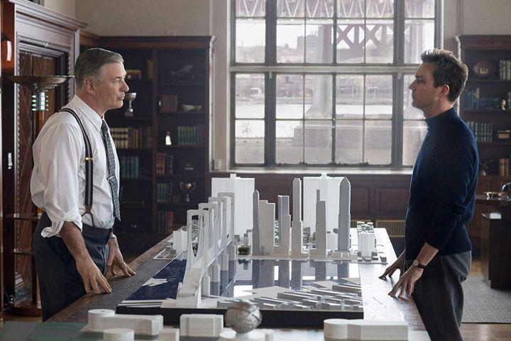 "Alec Baldwin et Edward Norton dans ""Brooklyn Affaires"" de Edward Norton. (Copyright Warner Bros. France)"