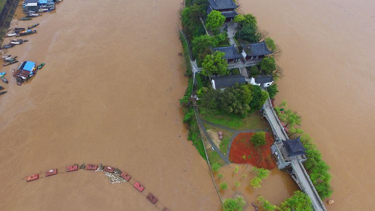 Inondations dans la province du Hunan en Chine, le 23 mars 2016. (CAO ZHENGPING / XINHUA /AFP)