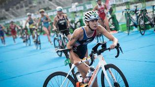 La Française Cassandre Beaugrand a amené l'équipe de France de la 5e place au podium lors du troisième relais. (LOIC VENANCE / AFP)
