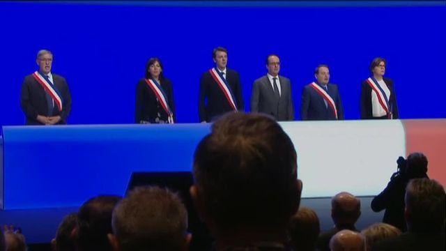 Hollande et les maires de France entonnent la Marseillaise