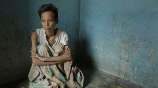Anne vit depuis dix ans enfermée dans unepièce sans fen^tres. Brebes, Java, Indonésie, 9 octobre 2012  (Andrea Star Reese)