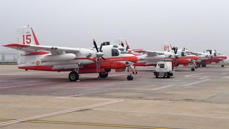 """Des avions """"Tracker"""" de la Sécurité civile, similaires au modèle qui s'est crashé le 2 août dans le Gard, à Générac (PASCAL GUYOT / AFP)"""