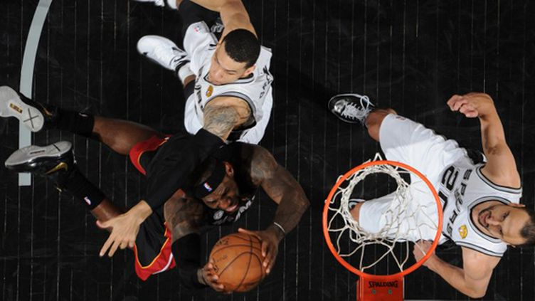 LeBron James dans ses oeuvres (ANDREW D. BERNSTEIN / NBAE / GETTY IMAGES)