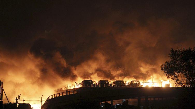 Des véhicules et bâtiments en flammes après une terrible explosion survenue à Tianjin, en Chine, mercredi 12 août 2015. (REUTERS )