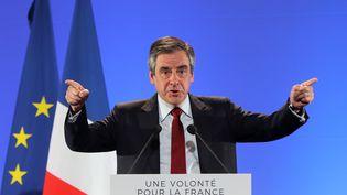 François Fillon, le candidat des Républicains à la présidentielle, en meeting à Nice (Alpes-Maritimes), le 17 avril 2017. (VALERY HACHE / AFP)