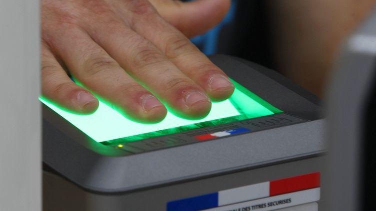 A la mairie de Mulhouse (Haut-Rhin), au service des passeports, le 24 juin 2009. (JEAN FRANCOIS FREY / L'ALSACE / MAXPPP)