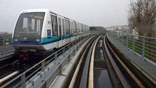 Les voies et une rame du métro à Rennes (Ille-et-Vilaine). (DAMIEN MEYER / AFP)