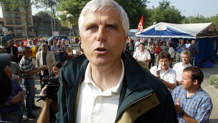 Le directeur de l'usine AZF de Toulouse Serge Biechlin arrive à l'hôtel de police de la ville, le 13 juin 2002. (© AFP - Eric Cabanis)