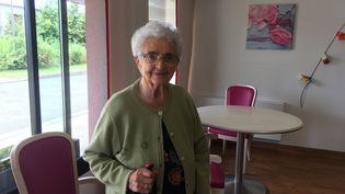 Francine, 97 ans, a été testée positive au Covid-19 en avril dernier. Elle a souffert de violents maux de tête. Aujourd'hui, elle ne s'est pas encore tout a fait remise. (FARIDA NOUAR / RADIO FRANCE)