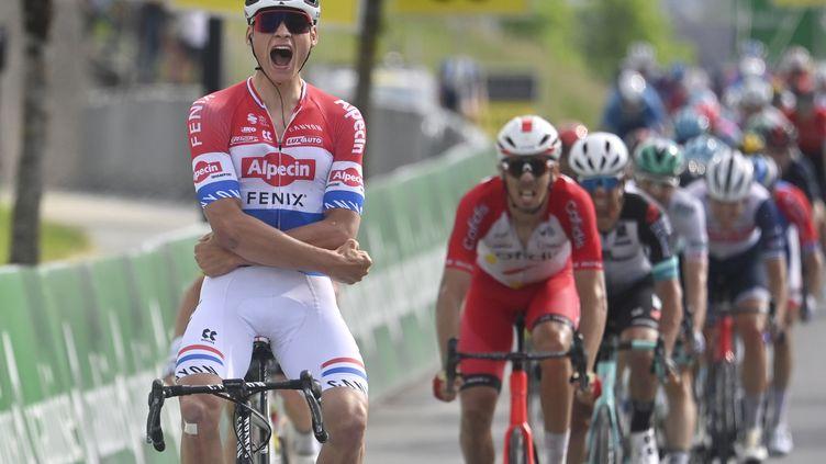 Mathieu Van der Poel s'est imposé sur la 3e étape du Tour de Suisse. (GIAN EHRENZELLER / KEYSTONE)