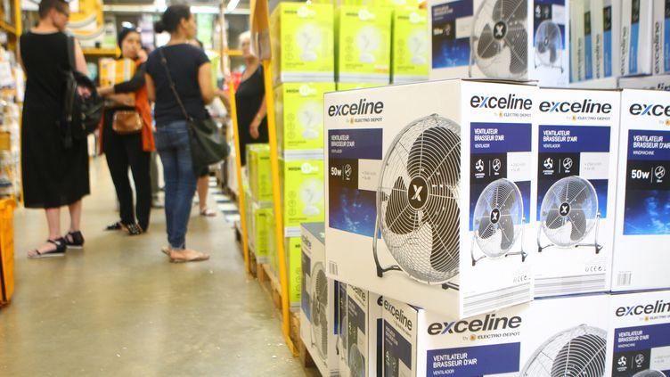 Des ventilateurs en vente dans un magasin de Mulhouse (Haut-Rhin) en août 2018. (MAXPPP)