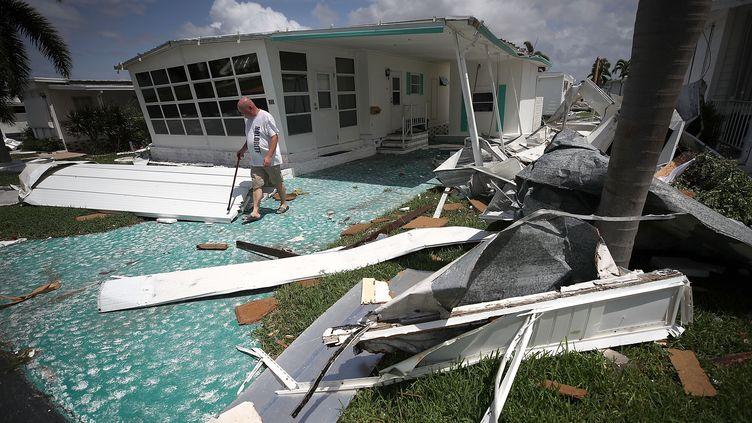 Des habitations ravagées par la passage de l'ouragan Irma àEast Naples (Floride), le 11 septembre 2017. (MARK WILSON / AFP)