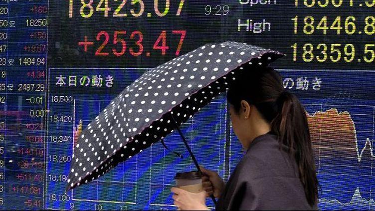 Moins de 65% des Japonaises ont un travail. (KAZUHIRO NOGI / AFP)