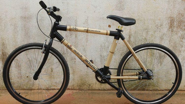 Le vélo en bambou, un incontournable de l'économie décarbonnée. (MARCIO FERNANDES / AG?NCIA ESTADO VIA AFP)