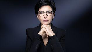 Rachida Dati, alors candidate Les Républicains pour la mairie de Paris, pose lors d'une session photo dans la capitale, le 25 novembre 2019. (JOEL SAGET / AFP)