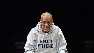 Le comédien américain Bill Cosby se produit sur scène, le 17 janvier 2015, à Denver (Colorado). (BRENNAN LINSLEY / AP / SIPA)