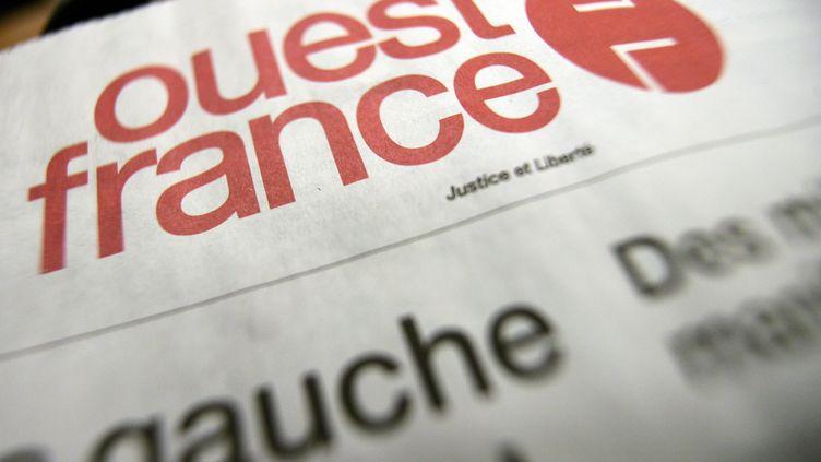 """Un exemplaire de """"Ouest-France"""", daté du 19 janvier 2006. (FRED DUFOUR / AFP)"""