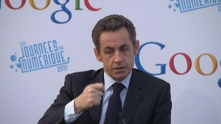 Nicolas Sarkozy s'exprime après une visite des nouveaux locaux de Google France, à Paris, le 6 décembre 2011. (FTVi / FRANCE 2)