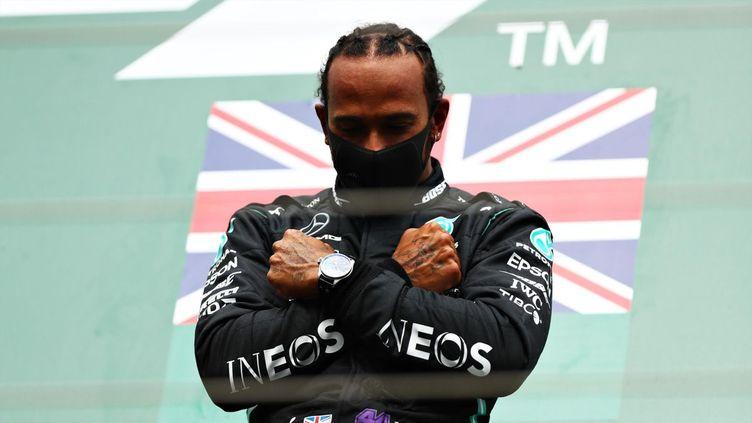 Lewis Hamilton célèbre sa victoire au Grand Prix de Belgique.