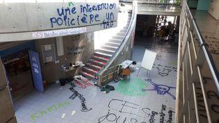 Le hall du centre des langues vivantes de l'université de Grenoble, le 26 mai 2018. (DAMIEN BORELLY / FRANCE 3 ALPES)