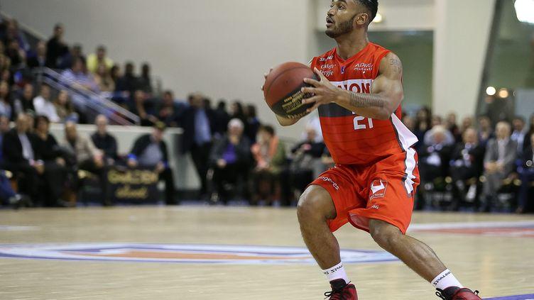 Le Chalonnais John Roberson a inscrit 15 points à Limoges  (ANTHONY MASSARDI / MAXPPP)