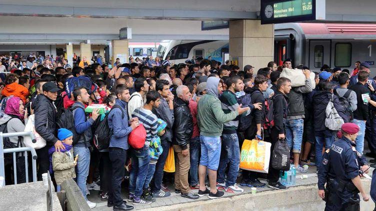 (Migrants en gare de Vienne (Autriche), en septembre 2015. Photo CC BY-SA 4.0 by Bwag, via Wikimedia Commons)