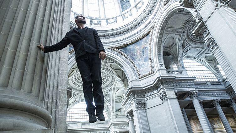 """Le danseur, acrobate, chorégraphe, jongleur et circassion Yoann Bourgeois investit le Panthéon avec le spectacle vertigineux """"La mécanique de l'Histoire""""  (Géraldine Aresteanu)"""