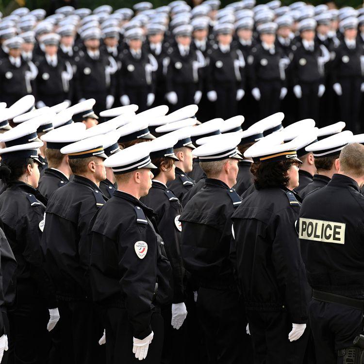 Des élèves policiers, le 25 novembre 2016, à l'Ecole nationale de police de Nîmes (Gard). (PASCAL GUYOT / AFP)