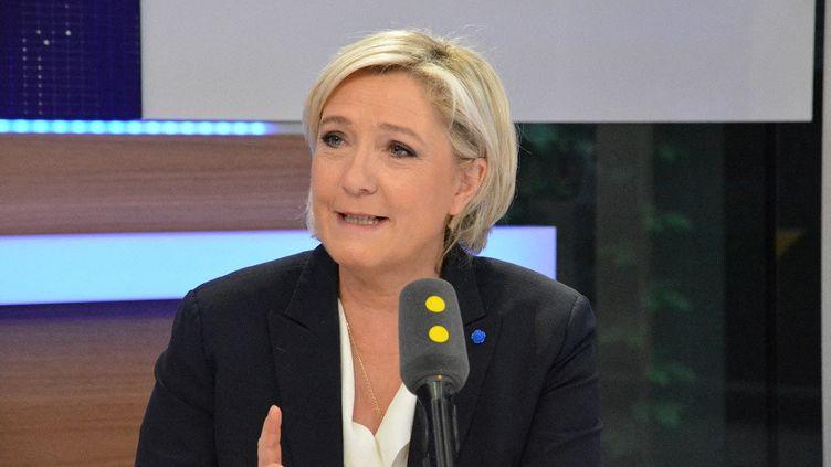 Marine Le Pen, présidente du Rassemblement national,sur franceinfo le 14 avril 2017. (JEAN-CHRISTOPHE BOURDILLAT / FRANCE-INFO)