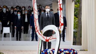 Emmanuel Macron a assisté à la désormais traditionnelle cérémonie du 10 mai 2021 dans le jardin du Luxembourg, sans prendre la parole. (Ian LANGSDON / AFP)
