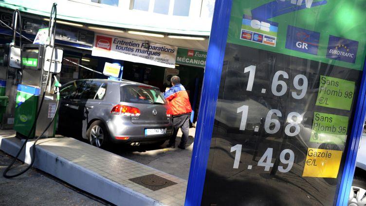 Une station d'essence à Paris, le 20 octobre 2010. (MAXPPP)