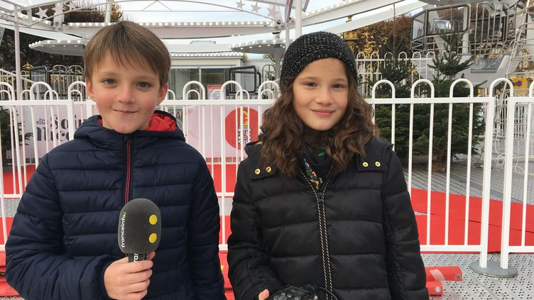 Martin et Louise devant la Grand Roue, à Nancy (INGRID POHU / RADIO FRANCE)